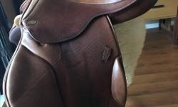 "17.5"" Santa Cruz Berton monoflap close contact. Lovely calf skin leather. Suits a rider with longer legs. M-M/W tree with a 5"" gullet. The saddle is in excellent condition with one small scratch on the pommel and some darkening from the leathers"