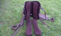 """Needs a new home, no more horses. 18"""" seat. Leather is very soft. Always stored indoors. Adjustable custom fitting gullet fits almost any horse. Just reposition the Velcro pads! No special treeless saddle pad required. This one comes with the Velcro pads!"""