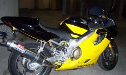 2004 Honda F4I CBR 600 25,021 Klms Black and Yellow Exterior. $6,500 One owner , No Accidents. Excellent Condition!!! Please contact G at 778-866-7694.