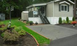 # Bath 2 Sq Ft 952 # Bed 2 LARGE MASTER BEDROOM WITH WALK IN CLOSET AND FULL WASH ROOM - SOAKER TUB AND SHOWER. SECOND BED ROOM WITH LARGE CLOSET - BOTH LOCATED AT REAR OF HOME. ALSO FEATURES IN THE FORWARD AREA OF HOME A FULL WASH ROOM WITH TUB AND