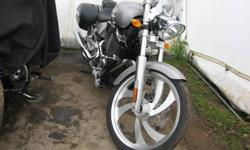 2007 Victory Vegas - 1600 MINT CONDITION Saddlebags Windshield Victory Cover Upgraded pipes (Dealer installed) Low km Immaculate condition, never been dropped Stored Inside Runs like New             *******LESS THAN 5000 KM*******     MUST BE SEEN AND