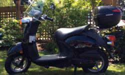 5700km. Excellent condition. Includes fairing and lockable trunk.