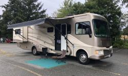 Fleetwood, one of the top regarded motorhome names. Aluminum body finished in fiberglasss with exclusive Dupont paint finish at the factory. Only 61,000miles (97,500kms) on this Motorhome powered by a Ford Triton V10 gasoline engine, it has 2 power