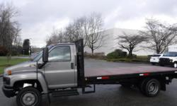 Make GMC Year 2008 Colour Gray Trans Automatic kms 214539 Stock #: BC0030775 VIN: 1GDE5C1GX8F414024 2008 GMC C5500 Flat Deck 17.6 feet 3 passenger, Power Tail Gate , 8.1L V8 OHV 16V gas engine, automatic, 4X2, gray exterior, gray interior. (Vehicle is