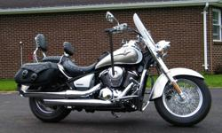 Standard accessorizes on the Vulcan 900 LT ,saddlebags, passenger backrest and an adjustable windshield.  Additonal accessories valued at $1500.00  Crome rollbar with highway pegs and rollbar chaps,  headlight visor,  speedomoter visor, handle bar risers,