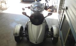 Year 2009 kms 40300 Silver Spyder with saddle bags in excellent shape with low KMs