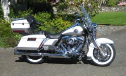 2009 (first year of new frame design) Road King with dealer installed 103 cu in engine. 24,000km. Options include ABS brakes, cruise control, Heated grips, 2 tone paint, Stage II engine, Large tour pack with LED brake light, matching hard side bags,