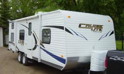 2012 Salem Cruise Light by Forest River, 26ft Backpacker edition. Roof AC, rear storage rack, stabilizer jacks, stereo, outdoor speakers, queen bed in front, rear bunks, outdoor shower, thru storage and much more. 4300lbs . Tows well with 1/2 ton truck.