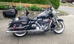 SCREAMING EAGLE STAGE 2 UPGRADES INCLUDE 255 CAM, SE HEAVY BREATHER, SE FATSHOTZ MUFFLERS. OTHER OPTIONS INCLUDE A HD COMBINATION SPEEDOMETER/TACHOMETER, QUICK DETACHABLE TOURPAK, QUICK DETACHABLE LUGGAGE RACK, PASSENGER & RIDER'S BACKREST, HD BOOM! AUDIO