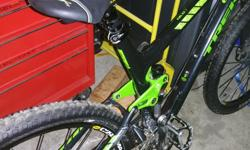 """Excellent condition 9/10 very light weight Fox shocks 29"""" wheels frame says xl 21.5"""""""