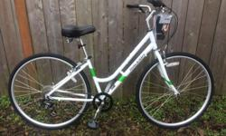 *46 cm steel frame *7 speeds, Shimano drive train *Fits 5'3 - 5'6 *Upright sitting position *A simple and comfortable bike *Ideal for short city trips or recreational riding