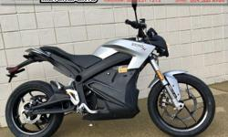 2018 Zero S ZF 7.2 CT Electric Sport Motorcycle * $2000 EV Rebate!! * $17390 Take advantage of everything electric motorcycles have to offer. 143 km range in the city, charge in about 5 hours using 110V household circuit, or ONE hour with the Charge Tank