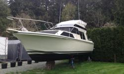 32 Fairline 1985. 300 hrs on engines. Re-power in 1996 with twin Volvo Penta 5.7 litre, 265 hp. 290 duo prop drives .Recent work to engines: 8 hrs since done...new y pipes , manifolds, risers , exhaust hoses, sea water hoses, sea water pumps, power