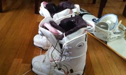 142 cm Salomon Snowboard, bindings and size 4.5 boots. ALL THE EQUIPMENT HAS ONLY BEEN USED TWICE. Perfect condition.