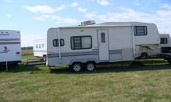 1992, 26 1/2 ft. Road Ranger 5th wheel travel trailer in excellent condition. Unique layout. Very clean. 2 way fridge, stove, oven, microwave, AM/FM stereo, TV antenna, cable jack, A/C, ducted furnace, large full bath with toilet, shower, and vanity,