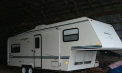 5th wheel Rockport Ultra Lite trailer  25'. fully equipped. like new. excellent shape. Stove, large 2 way fridge, microwave,air conditioning, tub and shower, side awing  etc.  25th year Anniversary Special. free inside storage for the remainder of the