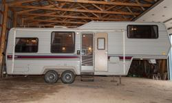 1989 TERRY by FLEETWOOD model 275 5th Wheel Trailer - This 27.5 ft. trailer with a rubber roof is self contained with furnace, storm windows, water heater, air conditioner, micro wave oven, bath tub and shower, 40 gal fresh water tank, grey water holding