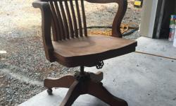 solid oak antique swivel captain's chair. excellent shape