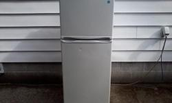 """Here's a hard to find item. It's a Magic Chef unit that is 23.5"""" wide x 59.5"""" high x 26"""" deep (a true apt size fridge). Very clean and good-looking, but has one ding about the diameter of a dime, on the fridge door. This is definitely not some old"""