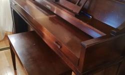 Baldwin Piano and a bench (Apartment size)