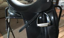 17.5 seat good quality dressage saddle. Med wide. Fits a horse with large wither really well. Super comfortable soft seat.