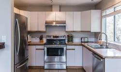 # Bath 1 Sq Ft 989 MLS 405563 # Bed 3 A must see 3 bedroom, 1 bathroom downtown Nanaimo condo with a stunning ocean view! Closely located to many downtown amenities (shopping, Port Theatre, Waterfront), enjoy this view from one of your two personal