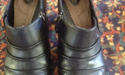Denver Hayes size 9 leather ankle boots Hardly worn and like new!