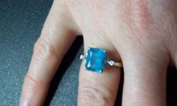 Beautiful ring Great condition!!!