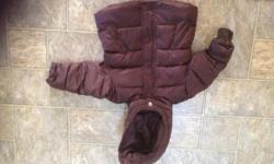Size 2T, very soft and warm, excellent condition.