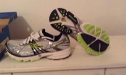 Brand new never been worn Brooks Revenna running shoes. Size 6.5 width D
