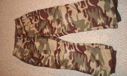 great army pattern, worn a couple of times, almost brand new - size 3. Bought last year at Mt Washington clothing store.