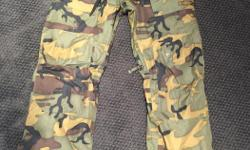 Burton camo snowboard pants, used for one season in great condition. size large