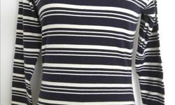"""Club Monaco - Long Sleeve Top - 100% cotton, black / white strip - size S, shoulder: 14"""", bust: 32-36"""", waist: 28-30"""", length: 24"""", sleeve length: 22.5"""" - in good condition - $5 firm"""