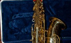 Student quality, well maintained Conn alto saxophone. Includes: Original hard case, soft gig bag case, and extra padded Neotech neckstrap. Also includes some student-level jazz & band music books.