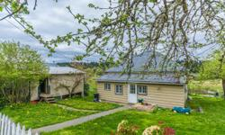 # Bath 2 Sq Ft 2000 MLS 406908 # Bed 5 A charming home in the country with a great deck to enjoy the view. Lots of light pours in through the large thermal windows in this 5 bedroom home. 3 bedrooms up and 2 bedrooms down. Downstairs suite has separate