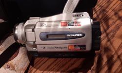 Sony 120 x digital zoom super steady shot handy am. Mega pixel. With case.