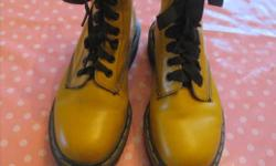 Size 7,5 - Made in England - Perfect condition