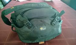 Digital Camera bag that sits on your waist. Easy to spin around front to back. Will hold body, 250mm lens, 18-55mm lens and accessorise, water bottle etc. includes should strap. Barely used, upgraded to a large bag