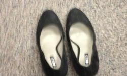 Lovely pair of black suede with a very comfortable heel! Size 38