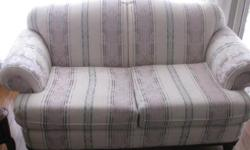 Excellent/Mint condition high quality loveseat hardly used. Non-smoking home. Comes with 2 accents pillows same design.