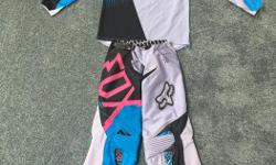 FOX 360 Fallout youth size 10 pants and matching youth size large jersey. These are the top of the line fox gear and retail for $170 pants and $60 jersey, They are built heavier than the 180 gear and the pants are vented. They are from the boys line but