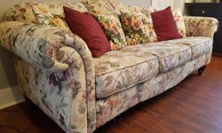 Neural-coloured design, wood feet, comes with pillows! Approximately 6ft long. Some cat damage to side, per picture. Otherwise, pretty good shape. Wet have loved this couch! And it's free! Posted with Used.ca app