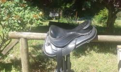 Italian made, lightweight treeless saddle made with buttery soft leather. Extremely comfortable for you and your horse. Cutback accommodates many whither types and the saddle fits many hard to fit horses. This is an excellent saddle for endurance, trail