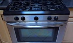 Stainless steel Frigidaire Pro Series 5 burner gas range/gas convection oven plus warming drawer. Currently set up for LP, but can be switched to natural gas if you can find the kit. Works great - replaced during remodel. It currently needs a new EOC
