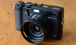 Selling my X100T. barely used, in amazing shape. this is the all black model. this is one of Fujifilms latest cameras. It has a classic Rangefinder design with manual dials for adjusting Shutter speed, Aperature & Exposure compensation. It uses a 23mm