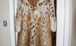 Beautiful and a rare find and quality Lynx fur coat. Original owner which purchased from reputable fur coat dealer. Coat is lined and tailored fit appx Height : 39.5'' - 100 cm. Fur in mint condition and no sign of wear or use. Coat was not worn for