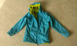 Nice girl's jacket that is perfect for Victoria's weather. In perfect (like new) condition, SUPER COMFY! Size 10/12 (Kid's L/G)/ My daughter lo-oved it!