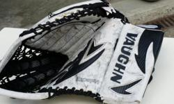 "Vaughn Velocity Goalie catchers glove. Great condition. 45"" perimeter"