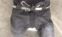 I'm selling a pair of Easton hockey pants - size 6-8 years.