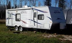 28' rv with queen size bed, large wardrobe, full bathroom including tub and loads of storage space. Unit was only used once and is in excellent condition This ad was posted with the Kijiji Classifieds app.